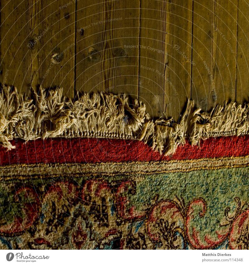Teppich II teuer Parkett Dachboden verfallen morsch antik Stoff Seide Macht Fluggerät Perserkatze Kitsch gemütlich Wohnzimmer wohnlich Altertum Zauberer
