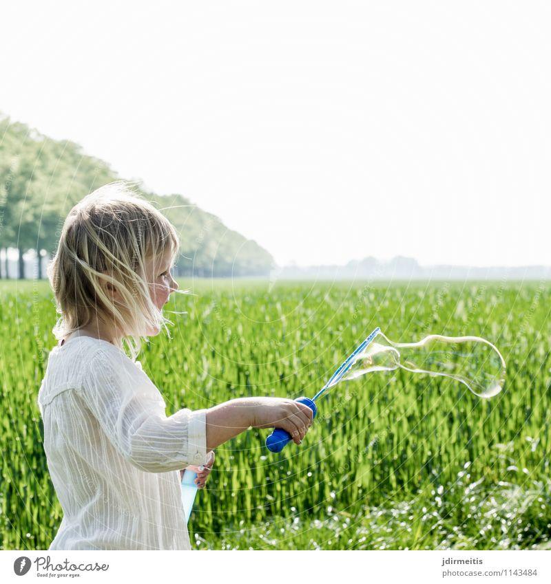 Soap Bubbles Mensch Himmel Kind Natur Pflanze Sommer Baum Erholung Landschaft Mädchen Umwelt Frühling Wiese feminin Spielen Glück