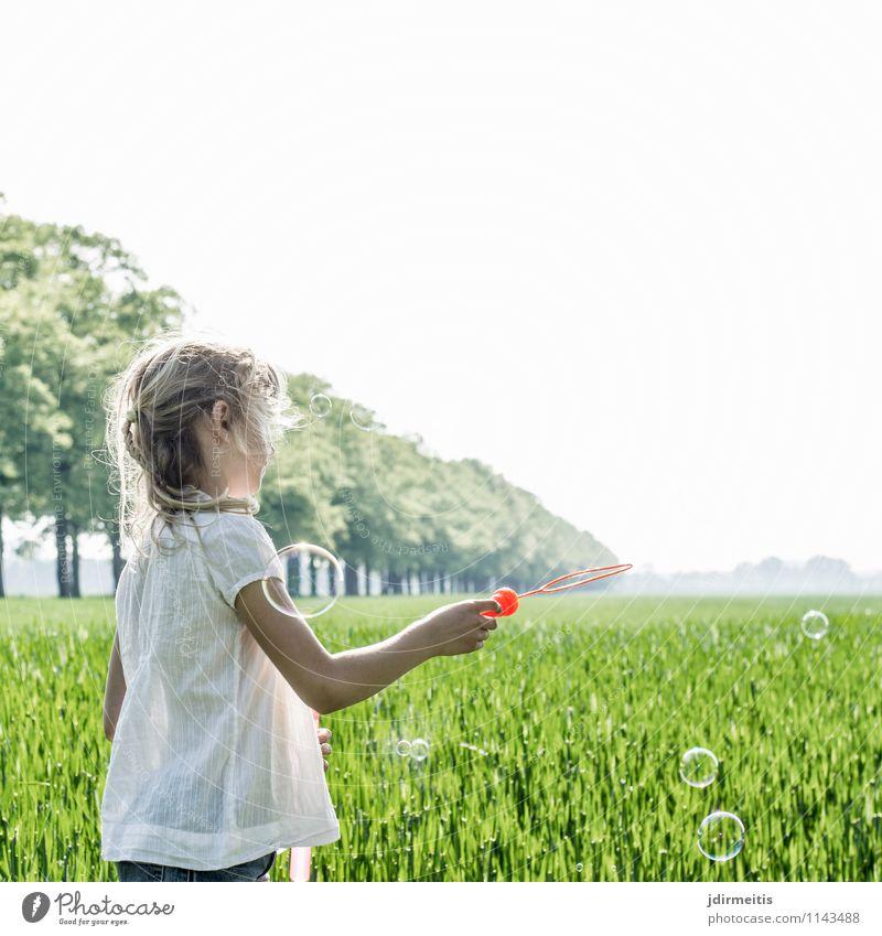 Soap Bubbles Freizeit & Hobby Spielen Mensch feminin Kind Mädchen 1 8-13 Jahre Kindheit Umwelt Natur Landschaft Pflanze Schönes Wetter Baum Gras Park Wiese Feld