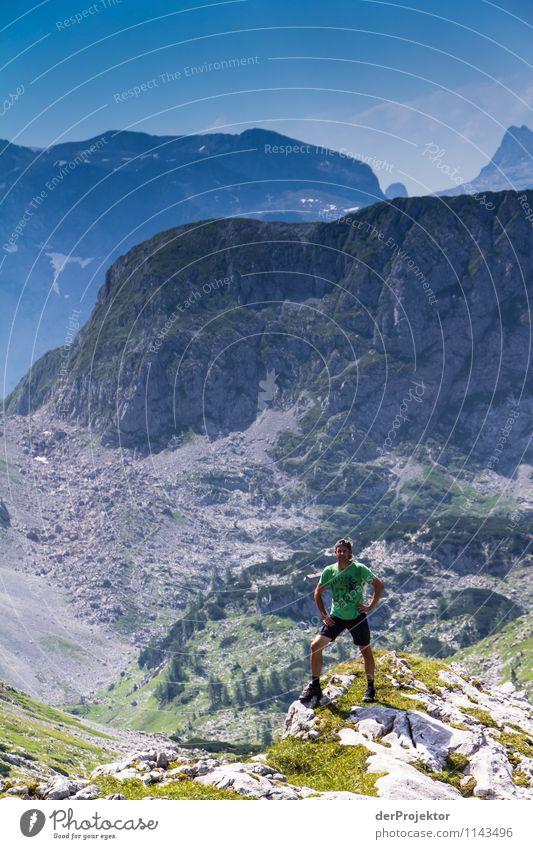 Die 1000 sind schon zum Greifen nah *888* Mensch Natur Ferien & Urlaub & Reisen Jugendliche Pflanze Sommer Landschaft Junger Mann Tier Ferne Erwachsene Berge u. Gebirge Umwelt Gefühle Glück Freiheit