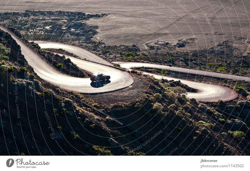Auto auf Serpentinen auf Reunion Ferien & Urlaub & Reisen Tourismus Ausflug Abenteuer Berge u. Gebirge Natur Hügel Felsen Verkehr Autofahren Straße Hochstraße