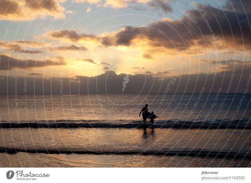 Surfer und Sohn am Strand in Mauritius im Sonnenuntergang exotisch sportlich Sinnesorgane ruhig Freizeit & Hobby Surfen Ferien & Urlaub & Reisen Abenteuer