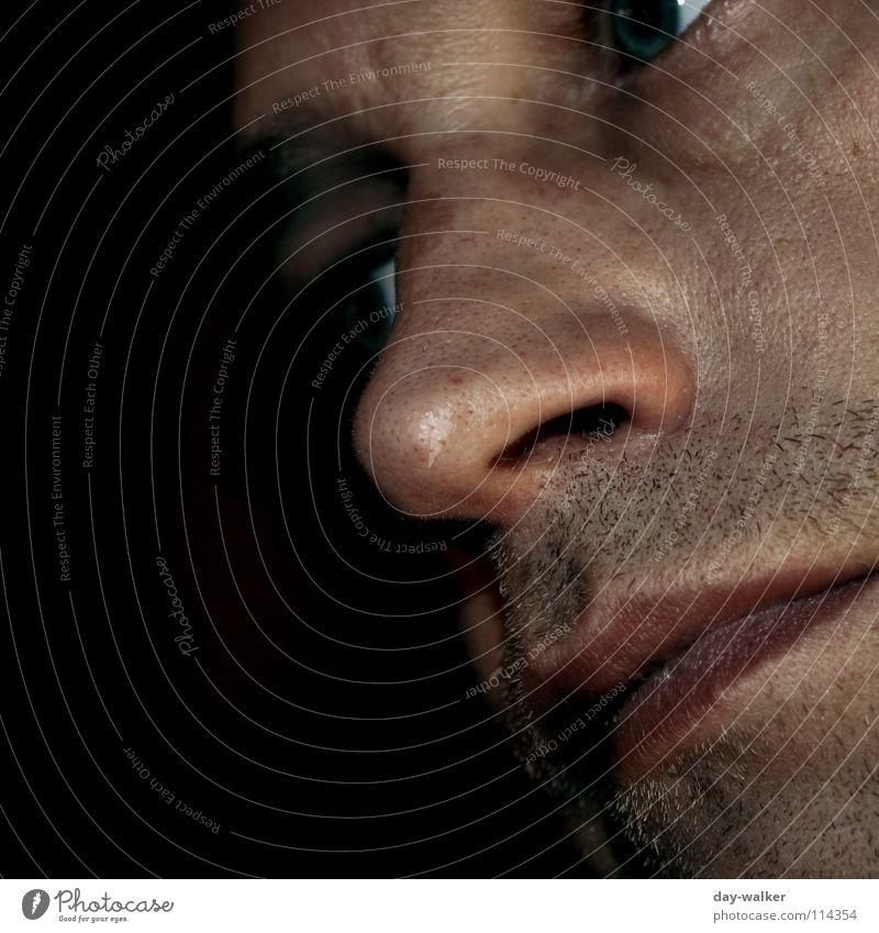Konzentriert Gesichtsausdruck gestikulieren Gedanke Lippen Stirn dunkel schwarz braun Bart Mann Auge Nase Mund Blick Kontrast Stoppel Mensch Schatten