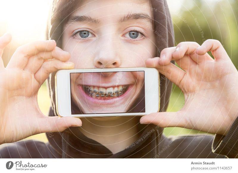 Virtual Reality II Lifestyle Stil Design Freude Zähne zeigen Telekommunikation Handy PDA Technik & Technologie Mensch maskulin Junger Mann Jugendliche Kopf 1