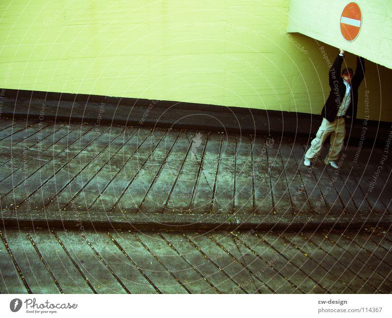 HUMAN TRAFFIC I Mensch Mann rot Winter gelb Straße Farbe dunkel kalt Arbeit & Erwerbstätigkeit Wand Denken Kraft warten maskulin