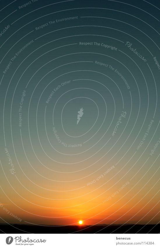 goodbye Sonnenuntergang himmelblau gelb Farbverlauf Mitte zentral Horizont himmlisch Aussicht Sonnenstand Himmel Abendsonne Abschied orange sun Abbendstimmung