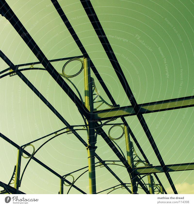 so schön grün Gestell Konstruktion Stahl Eisen Träger Verstrebung Skelett Loch rund eckig Ecke Schlachthof Industrie historisch Baugerüst Niete schweißarbeit