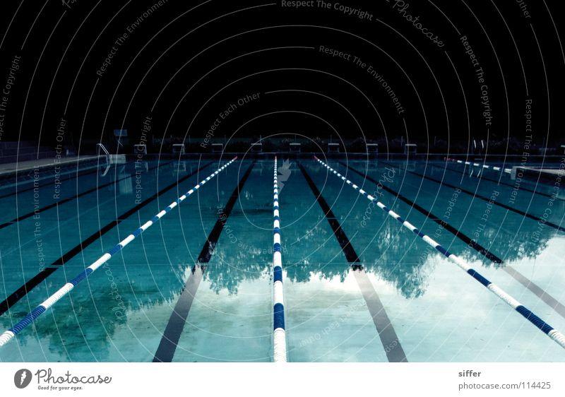 fürchterliches blau blau Wasser weiß rot Blatt Tod Sport Luft Angst Freizeit & Hobby nass leer Eisenbahn Schwimmbad Schwimmsport Kitsch