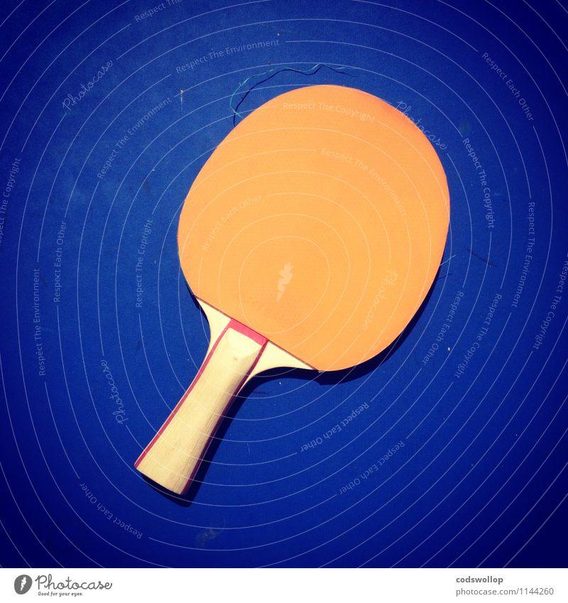 antitopspin mit noppen Sport Tischtennisschläger Holz Kunststoff blau orange Komplementärfarbe Tischtennisplatte Farbfoto mehrfarbig Außenaufnahme Freisteller