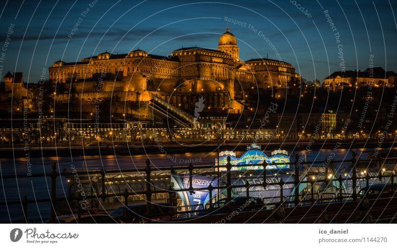 Burgpalast in Budapest Ferien & Urlaub & Reisen Stadt blau Beleuchtung Lifestyle Business Freizeit & Hobby Tourismus Europa Burg oder Schloss Skyline Hauptstadt