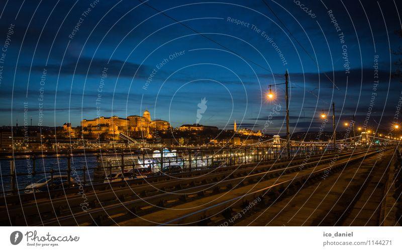 Budapest Ferien & Urlaub & Reisen Stadt blau Erholung gelb Architektur Gebäude Lifestyle Freizeit & Hobby Häusliches Leben Tourismus gold Ausflug Europa
