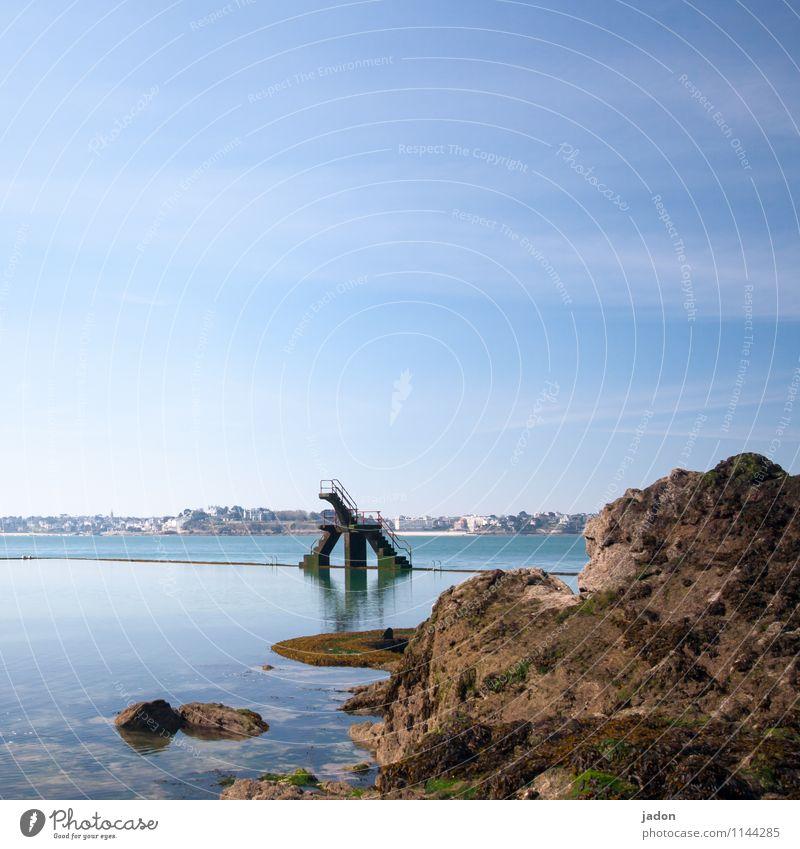 das ding aus dem meer. Ferien & Urlaub & Reisen alt blau Meer Architektur Küste Stil Schwimmen & Baden Felsen Design Tourismus Wellen frei Schönes Wetter Turm
