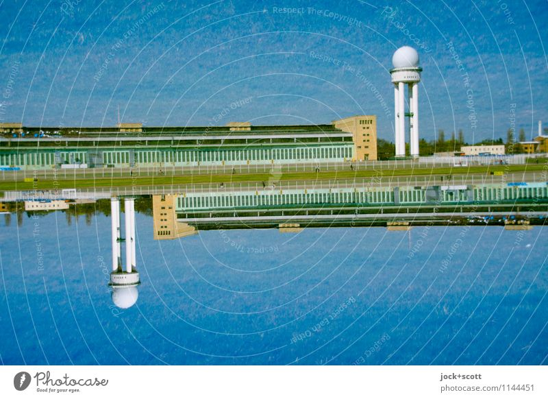 die Freiheit, die ich meine Sightseeing Wolkenloser Himmel Berlin-Tempelhof Turm Hangar Flughafen Flugplatz Bekanntheit groß historisch blau Einigkeit standhaft
