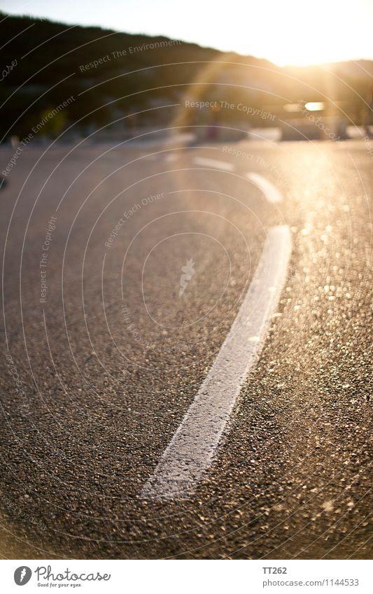 Gestrichelt II Landschaft Verkehr Straße Abenteuer Reise Schilder & Markierungen müde Asphalt Farbfoto Außenaufnahme Morgen Morgendämmerung Tag Licht