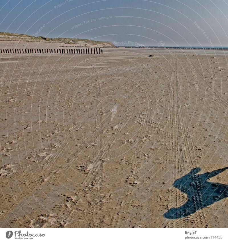 Schlagschatten Wasser Himmel Meer blau Strand Ferien & Urlaub & Reisen Einsamkeit Ferne Erholung Stein Sand braun Wellen Küste Wind frei