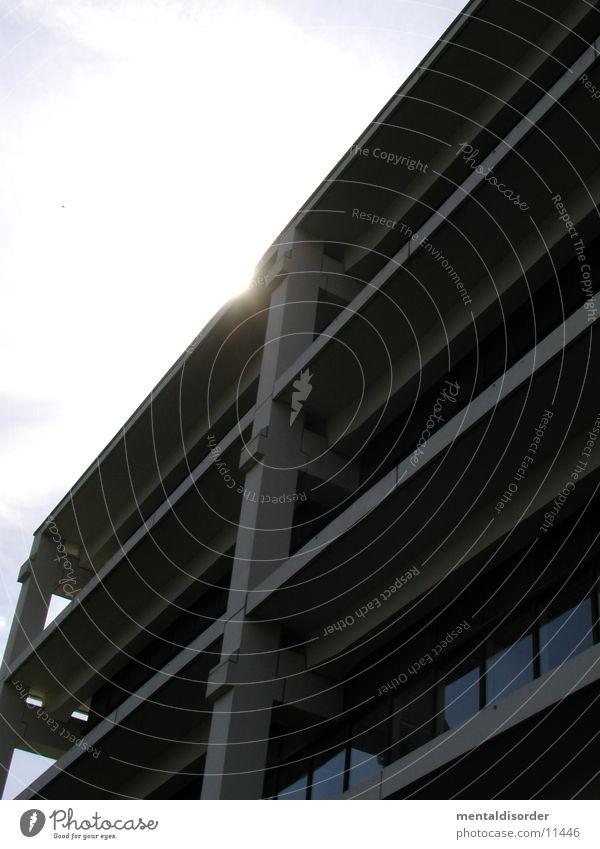Stahlbeton und Sonnenschein Beton Träger Architektur