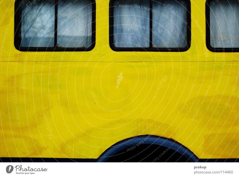Schlafwagen Baum Freude gelb Fenster PKW Verkehr schlafen KFZ Frieden Häusliches Leben streichen Idylle Statue Stahl Mobilität Camping
