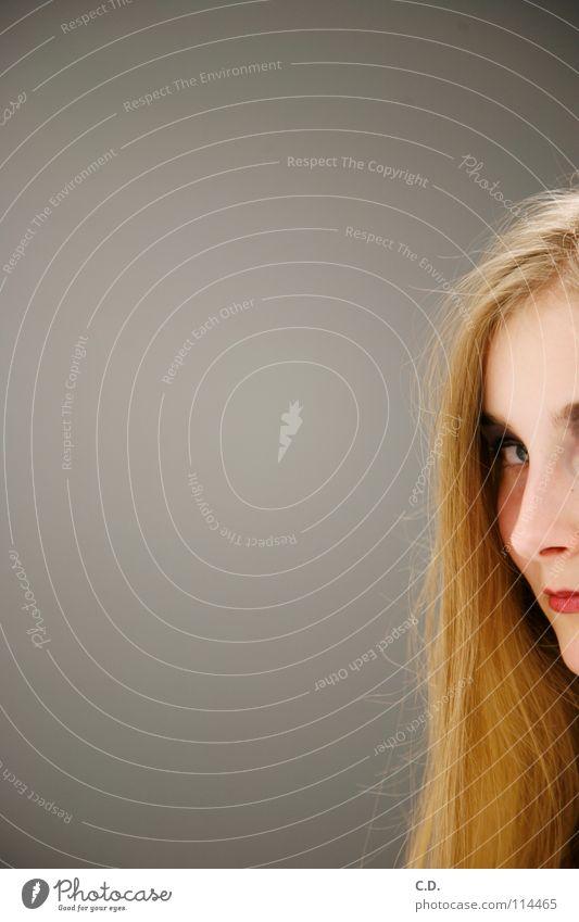 Sandra Frau Verlauf grau rot blond Lippen Jugendliche Konzentration Anschnitt Haare & Frisuren Haut Nase Gesicht