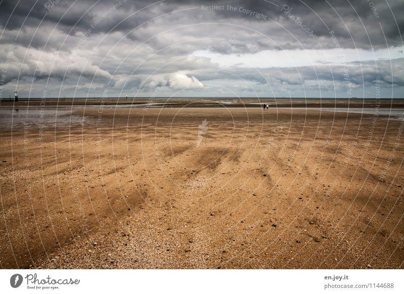 Strandspaziergang Wohlgefühl ruhig Ferien & Urlaub & Reisen Tourismus Ausflug Ferne Sommer Sommerurlaub Meer 2 Mensch Natur Landschaft Sand Gewitterwolken