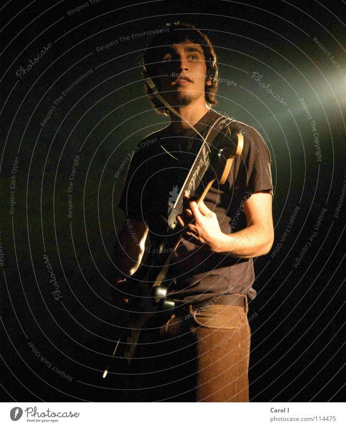 Im Rampenlicht II Mann schwarz dunkel Traurigkeit Musik Kunst Freizeit & Hobby Schnur Show Musiker Rockmusik Konzert Rauch Bühne Gitarre Starruhm