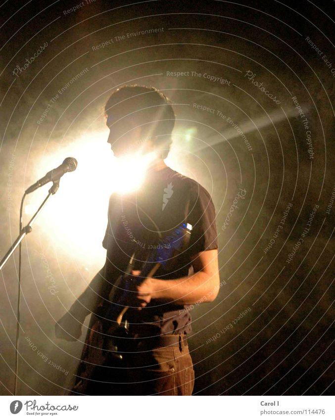 Im Rampenlicht III Mann schwarz dunkel Traurigkeit Musik Kunst Freizeit & Hobby Schnur Show Rockmusik Konzert Rauch Bühne Gitarre Starruhm Mikrofon