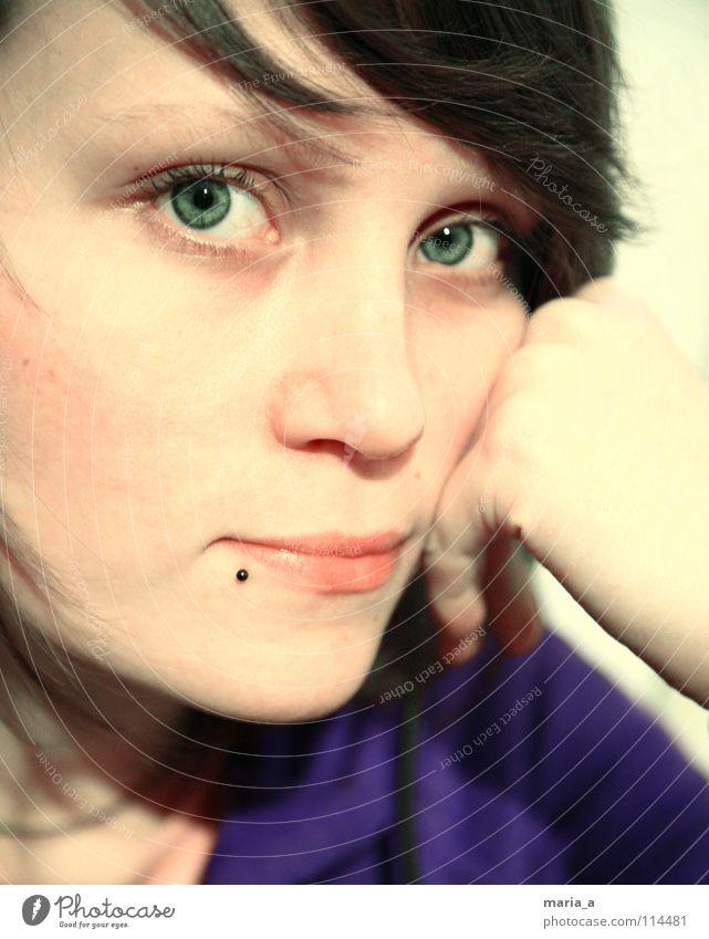 ein Lächeln Frau Mensch Hand grün Freude Gesicht Auge Haare & Frisuren Glück lachen Mund Nase Fröhlichkeit Lippen zart violett