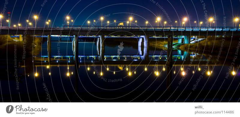 Brücke Wasser dunkel Wien Brücke Verkehrswege Lichtbrechung Donau Lichtermeer Donauinsel
