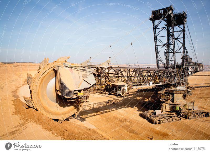 hat sichs bald ausgebaggert ? blau schwarz gelb Arbeit & Erwerbstätigkeit Energiewirtschaft Erde hoch Technik & Technologie bedrohlich Schönes Wetter Industrie