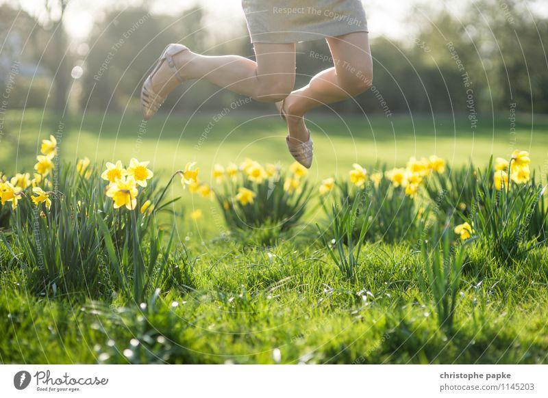 Yippieaye - Frühling is da Lifestyle Freizeit & Hobby feminin Beine Fuß 1 Mensch Natur Pflanze Sommer Schönes Wetter Blume Gras Blatt Blüte Grünpflanze