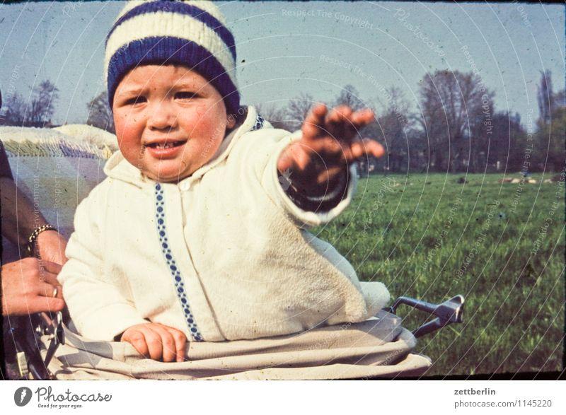 Thomas, 1965 Mensch Kind Natur Landschaft Gesicht Familie & Verwandtschaft Mode Horizont wandern Textfreiraum Baby Vergangenheit zeigen Kleinkind greifen