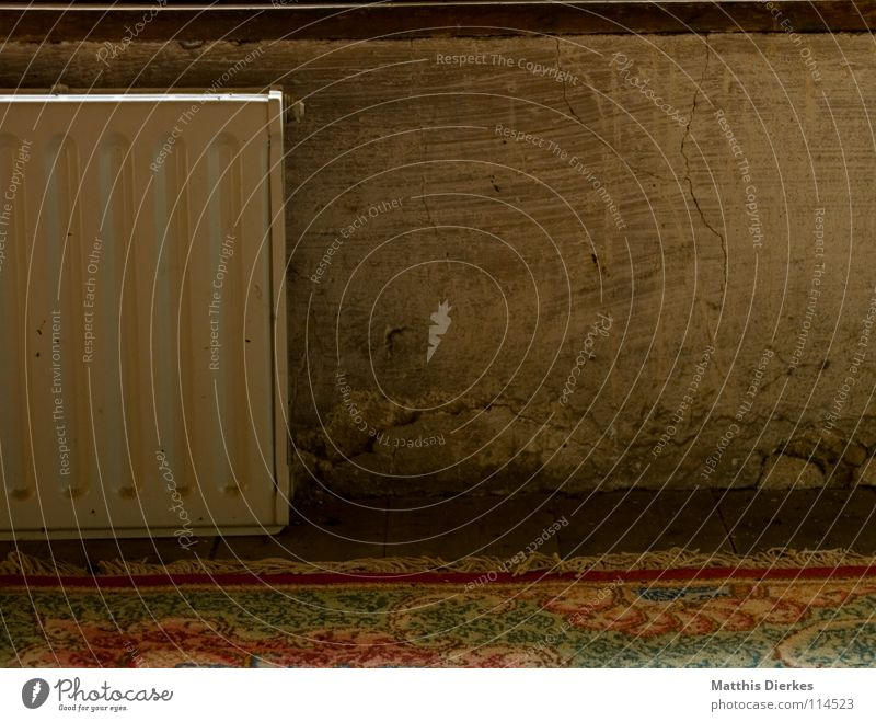 Dachboden alt schön Farbe Fenster Wand Wärme Holz fliegen Wohnung Häusliches Leben dreckig groß Industrie retro Bodenbelag Macht