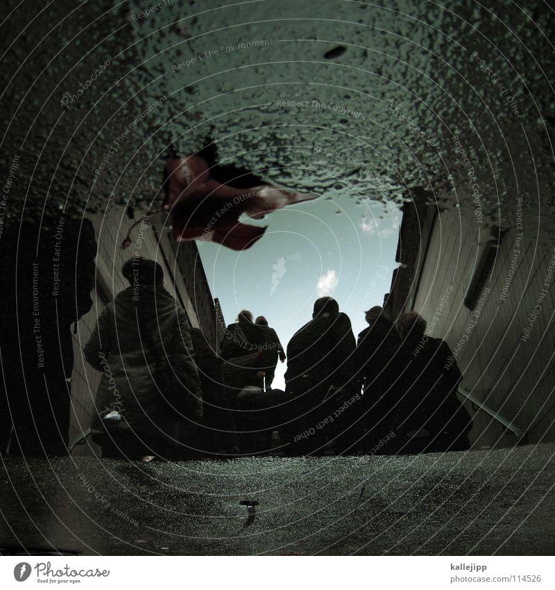 da muss ich mit leben... Pfütze Schacht Ausgang Flucht Licht Berliner Verkehrsbetriebe U-Bahn Verkehrsmittel Endstation Steigung Bombenangriff Atomkrieg