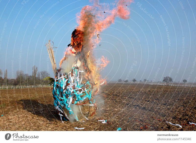Winterverbrennung Frühling Kultur Feuer Jahreszeiten Rauchen heiß Tradition Flamme brennen Puppe Ritual Schneemann