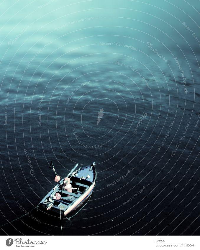 Das alte Boot und das Meer Wasser Meer grün blau Ferien & Urlaub & Reisen Einsamkeit See Wasserfahrzeug klein Fisch Romantik Schifffahrt Angeln Fischer winzig Fischerboot