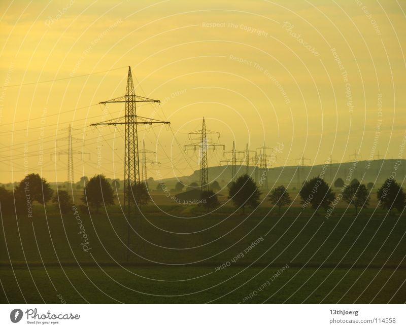 StromZustand Landschaft Umwelt Energie Eisenbahn Industrie Energiewirtschaft Elektrizität Technik & Technologie Kabel Klima Strommast Umweltverschmutzung