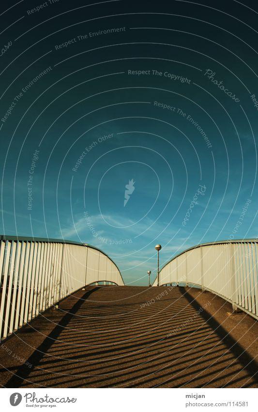 Way to Heaven Zaun überbrücken gehen braun mehrfarbig schwarz Verlauf Wolken schön himmlisch letzte Richtung verbinden gestreift Streifen graphisch Gemälde