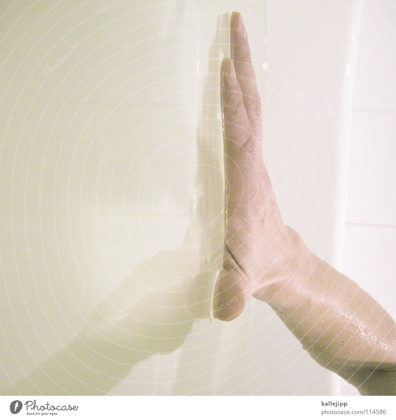 can´t touch this Mensch Mann Wasser Hand Erde Arme Haut nass Finger Zukunft Bad Wellness berühren Physik tauchen Toilette