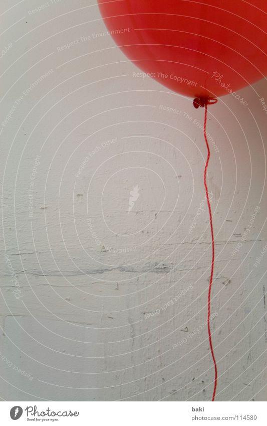 ROT & Helium Luftballon rot aufsteigen fliegend Schnur Wand Kunst Kunsthandwerk mehrfarbig