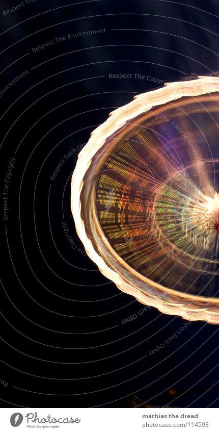 ROTOR Himmel Freude schwarz Farbe dunkel Kreis rund Jahrmarkt Schönes Wetter Lichtspiel Bogen Riesenrad Weihnachtsmarkt Mittelpunkt Speichen