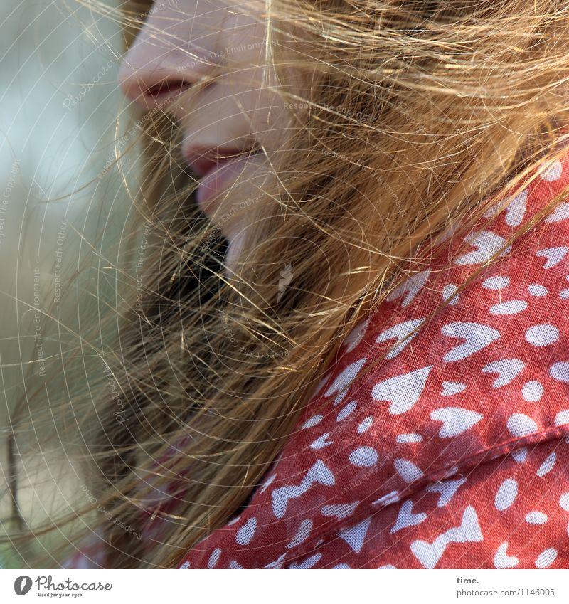 . feminin Junge Frau Jugendliche Haare & Frisuren Gesicht 1 Mensch Stoff Halstuch rothaarig langhaarig Herz beobachten Denken träumen kalt kuschlig schön Wärme