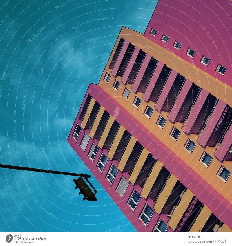 ::Barbie-Village:: Haus Block Häusliches Leben rosa violett Ampel mehrfarbig Balkon Fenster Plattenbau Pforzheim modern Straßennamenschild hausen orange Himmel