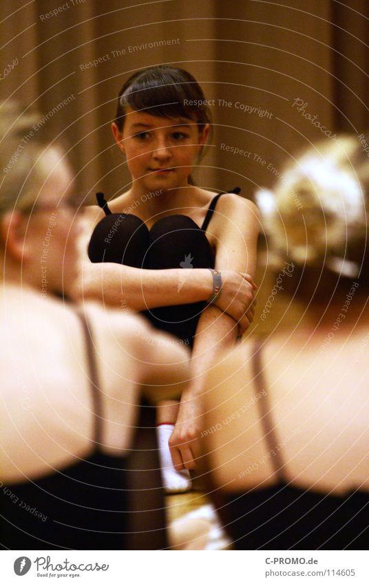 Balletprobe Pause Balletttänzer Parkett schwarz Schwanensee vergangen Ferien & Urlaub & Reisen Konzentration Tanzen Körperhaltung Spitzenschuhe Sport-Training