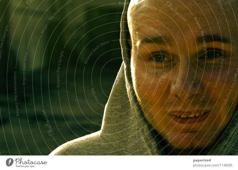 Hacke Thomas Mann Jugendliche grün Freude Gesicht Auge grau Kopf lachen lustig Hintergrundbild Bekleidung Industriefotografie Pullover Glatze Überraschung