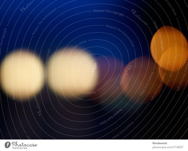 Gegenverkehr [1] blau schwarz gelb Farbe Lampe dunkel Herbst Bewegung Regen Beleuchtung orange Verkehr Kreis rund Punkt Alkoholisiert