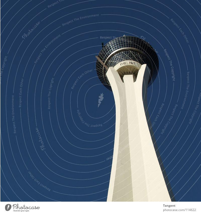 Beton Pilz Las Vegas verlieren Poker Restaurant Wahrzeichen Denkmal modern Himmel blau Schönes Wetter Turm Stratosphere Aussicht Spielkasino Schatten
