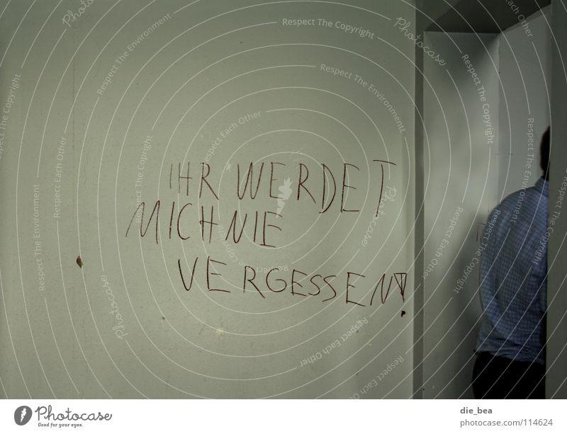 Der Abgang Wand Schulgebäude Schmiererei Hemd kariert penibel Ausgang gehen Vergänglichkeit Grafitti Altes Haus alt Tür Klospruch