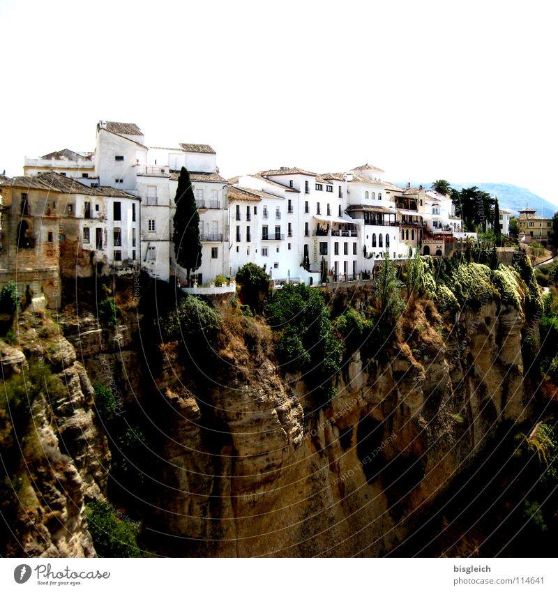 Ronda (Spanien) Farbfoto Außenaufnahme Textfreiraum oben Städtereise Berge u. Gebirge Haus Felsen Schlucht Europa Stadt Sehenswürdigkeit braun weiß Andalusien