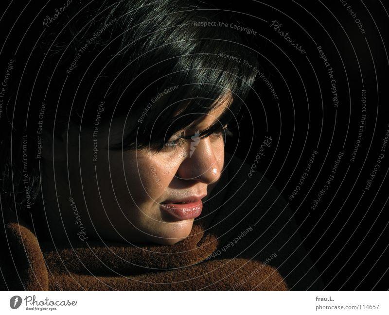 Meral im Winter Frau schön Sonnenlicht kalt Physik kuschlig attraktiv weich Porträt feminin Gastronomie Club Wolldecke Wärme sanft