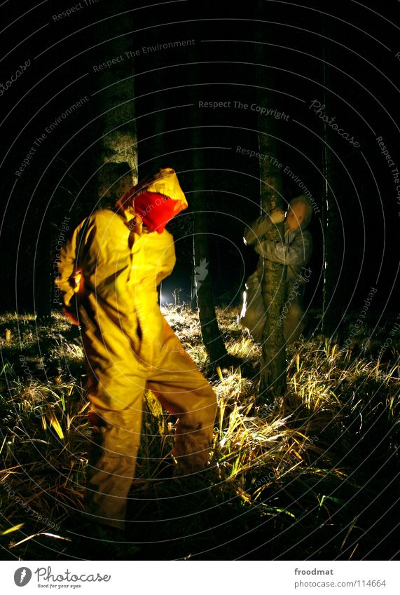 graugelb™ treehuggers Cottbus Gegenlicht Deutschland Langzeitbelichtung Schichtarbeit Taschenlampe Axt gruselig grauenvoll Wald Baum Birke Geäst Sträucher