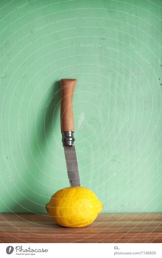 messer in zitrone Gesunde Ernährung gelb Holz Essen Lebensmittel Frucht frisch Messer Zitrone